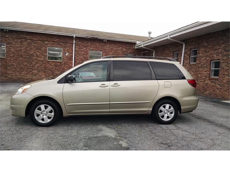 2004 Toyota Sienna LE - 7 Passenger for sale by dealer
