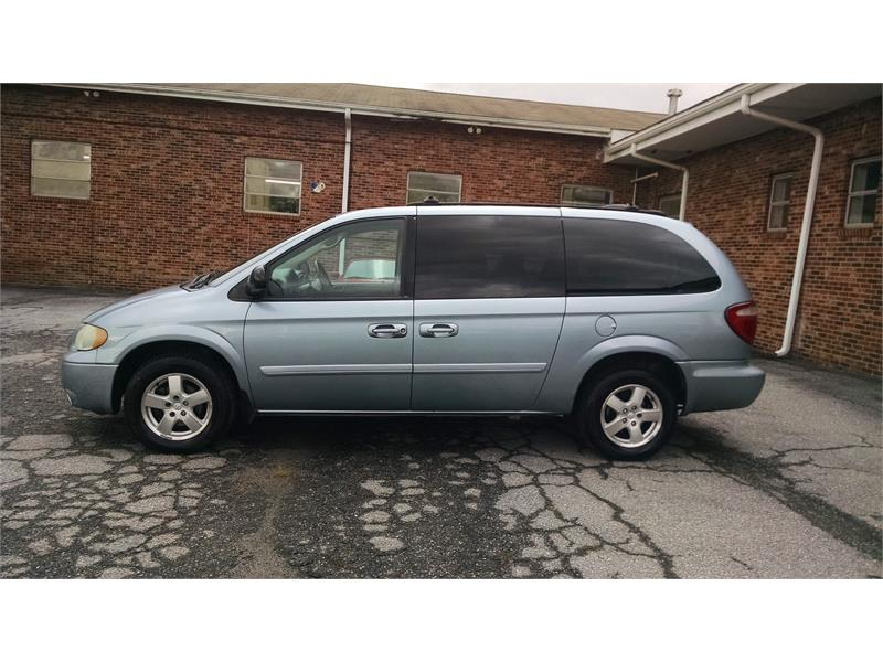 2005 Dodge Grand Caravan SXT for sale by dealer