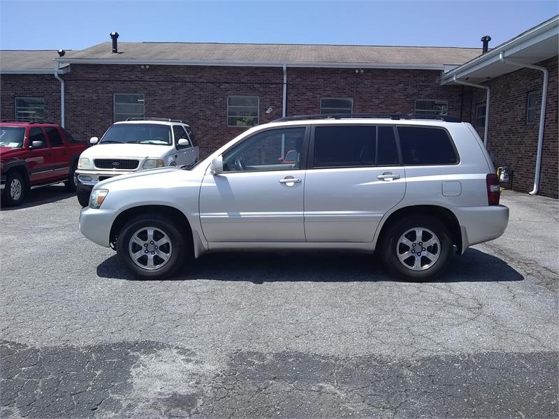 2005 Toyota Highlander V6 2WD  for sale by dealer