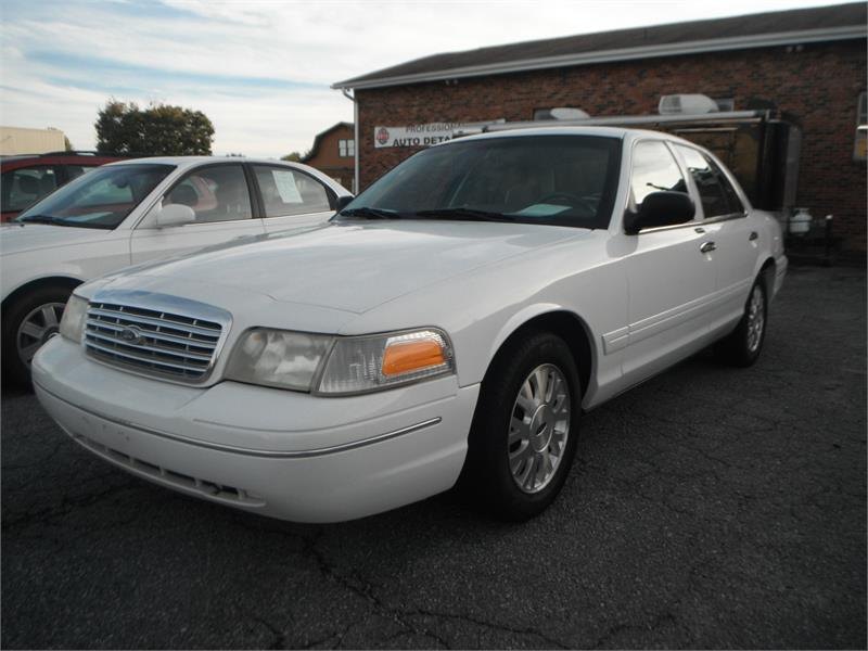 2004 Ford Crown Victoria LX for sale by dealer
