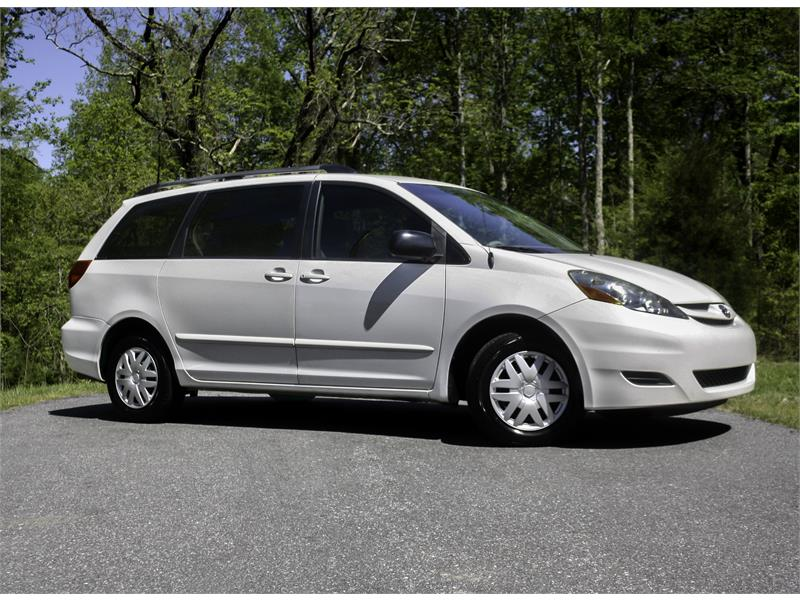 2008 Toyota Sienna LE FWD 7-Passenger Seating for sale by dealer