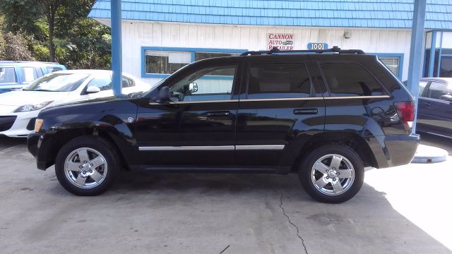 2006 Jeep Grand Cherokee Limited 4WD for sale!