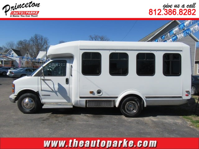 2001 CHEVROLET EXPRESS CUTAWAY G3500 for sale in Princeton