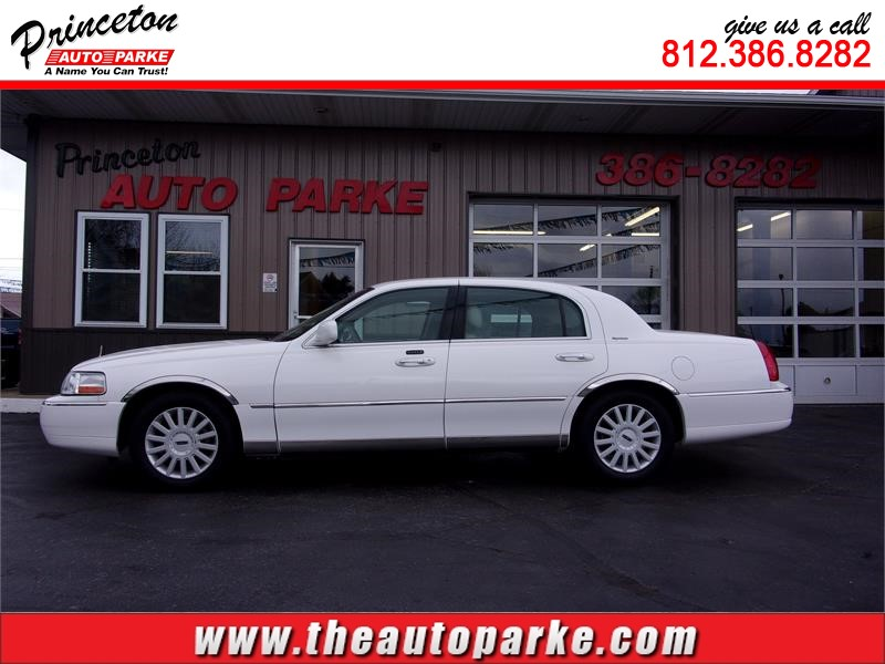 2005 LINCOLN TOWN CAR SIGNATURE for sale in Princeton