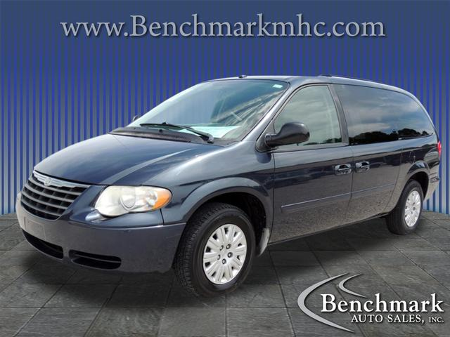 2007 Chrysler Town & Country LX for sale by dealer