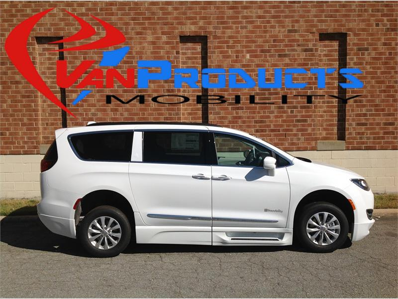 2017 Chrysler Pacifica Xi  for sale by dealer