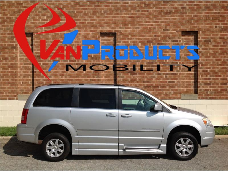 2010 Chrysler Town & Country for sale by dealer