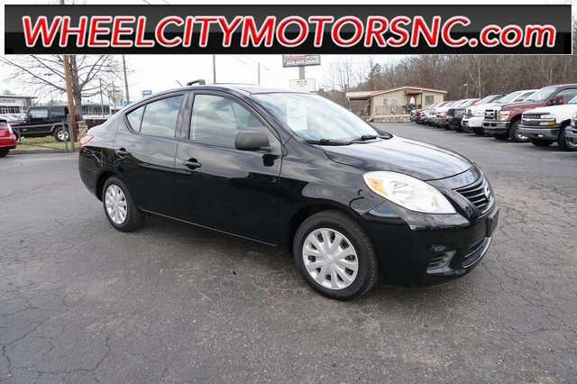 2012 Nissan Versa 1.6 S for sale by dealer