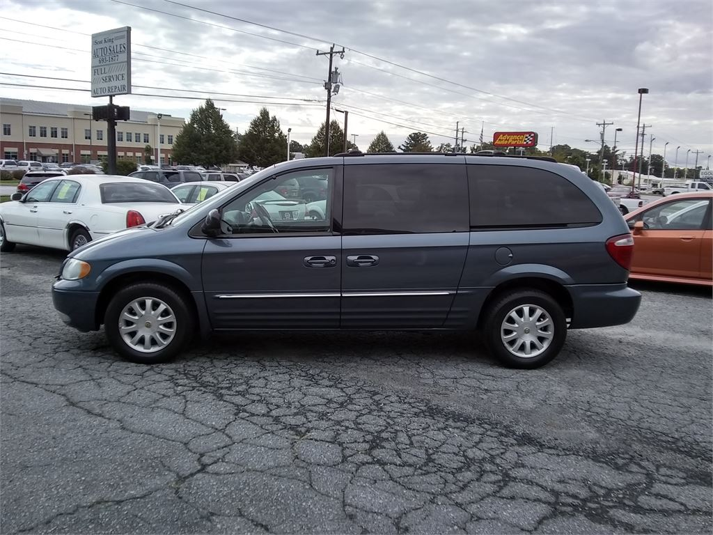 2002 Chrysler Town & Country LXI for sale by dealer