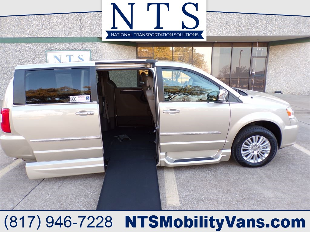 2013 CHRYSLER TOWN & COUNTRY LIMITED for sale by dealer