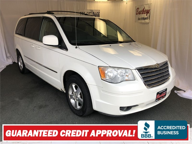 2009 CHRYSLER TOWN & COUNTRY TOURING Akron OH