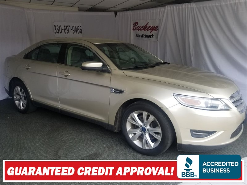 FORD TAURUS SEL in Akron